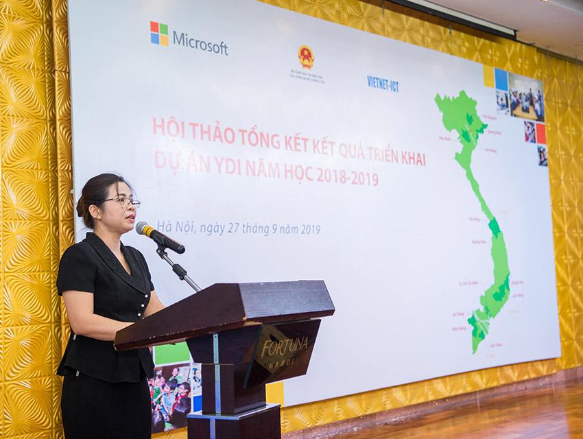 Bà Đặng Thị Oanh, Phó Cục trưởng Cục Công nghệ thông tin – Bộ Giáo dục và Đào tạo phát biểu tại Hội thảo